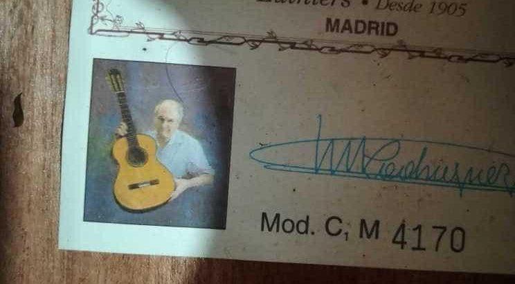 Sound wood classical guitar